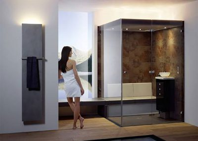 Traumbad - Badezimmer Planung - Wellness - repabad-Sitzbank-Dame